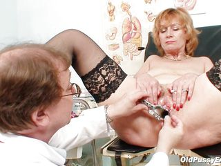 Порно в кабинете у доктора