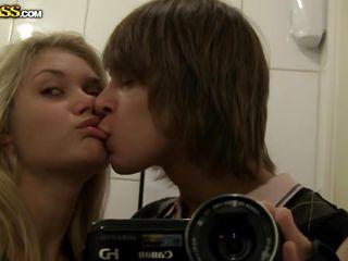 Красивая пара занимается сексом